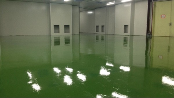 环氧地坪漆施工多久后才能使用?环氧地坪漆有刺鼻味道吗?