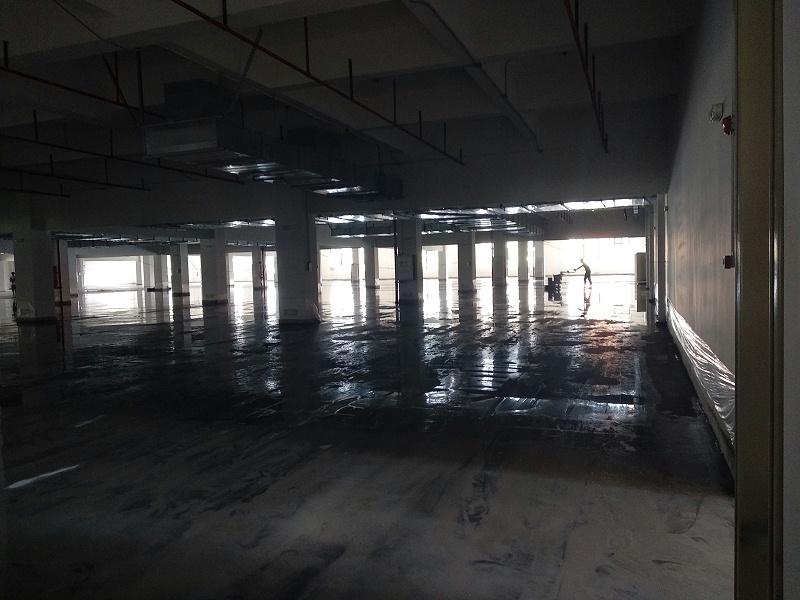 固化地坪施工中